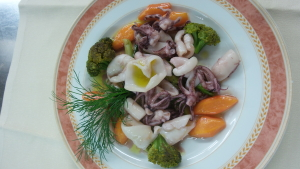 Calamaretti arricciati con le piccole verdure